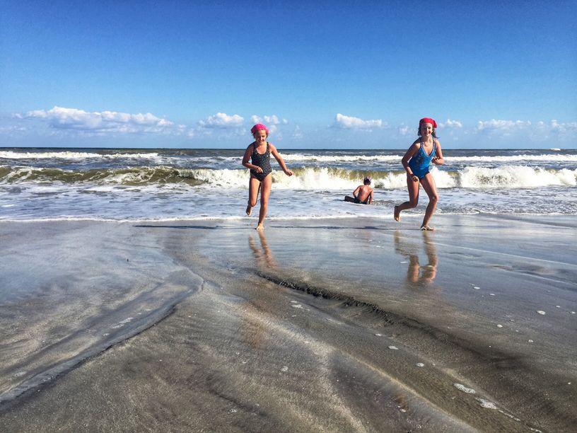 Copii pe plaja din Vadu