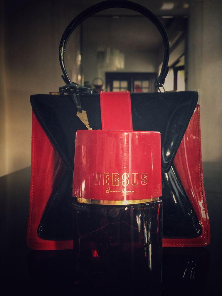 Sticluta de parfum Versus Donna, Versace