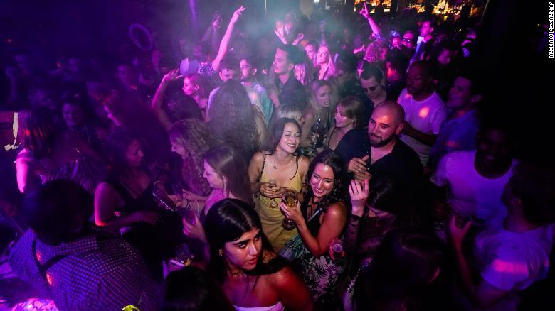 petreceri după restricţii Londra